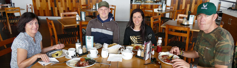 Breakfast at Mugg & Bean with Specialist Guide Nik